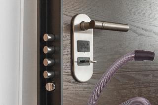 Lubrificazione serratura porta